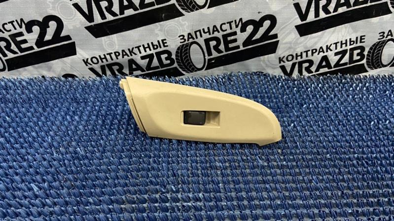 Блок управления стеклоподъемниками Nissan Bluebird Sylphy TG10-102458 QR20DD 2001 задний правый