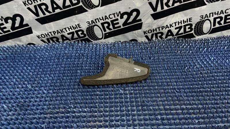 Уплотнитель крыла Toyota Premio AZT240-0016443 1AZ-FSE 2003 правый