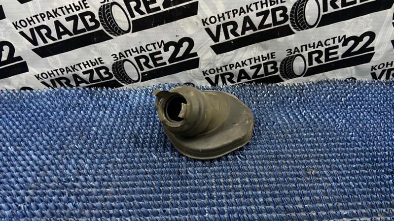 Пыльник рулевой колонки Toyota Premio AZT240-0016443 1AZ-FSE 2003