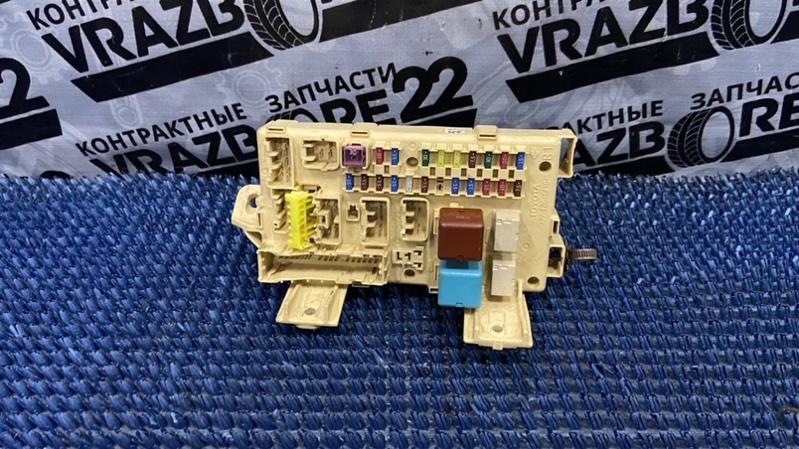 Блок предохранителей Toyota Premio AZT240-0016443 1AZ-FSE 2003