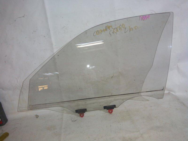 Стекло боковое Toyota Camry SV30 переднее левое