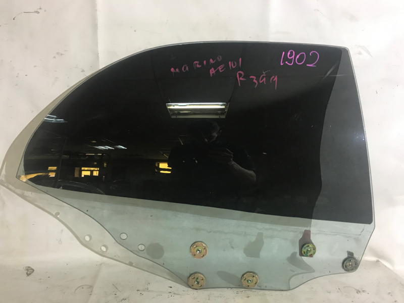 Стекло боковое Toyota Sprinter Marino AE101 заднее правое