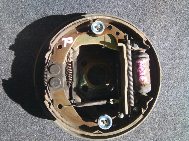 Тормозные колодки Nissan Note E11 CR14DE заднее правое