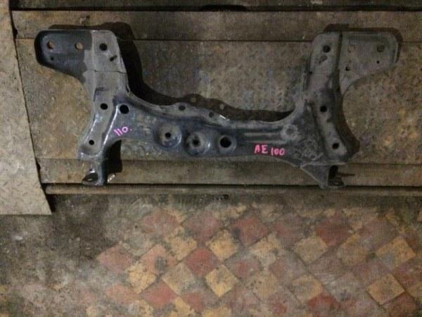 Балка поперечная под двс Toyota Corolla AE100 4AFE передняя