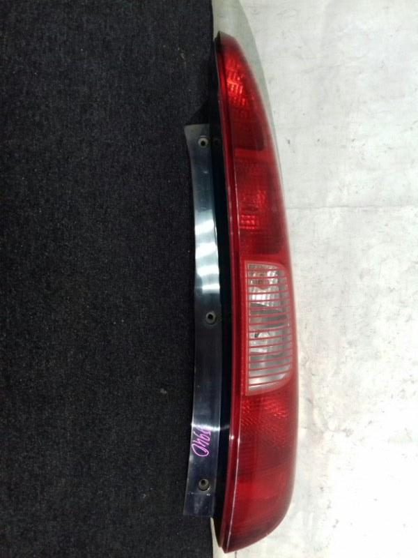 Стоп-сигнал Mitsubishi Colt Z21A 4A90 задний правый