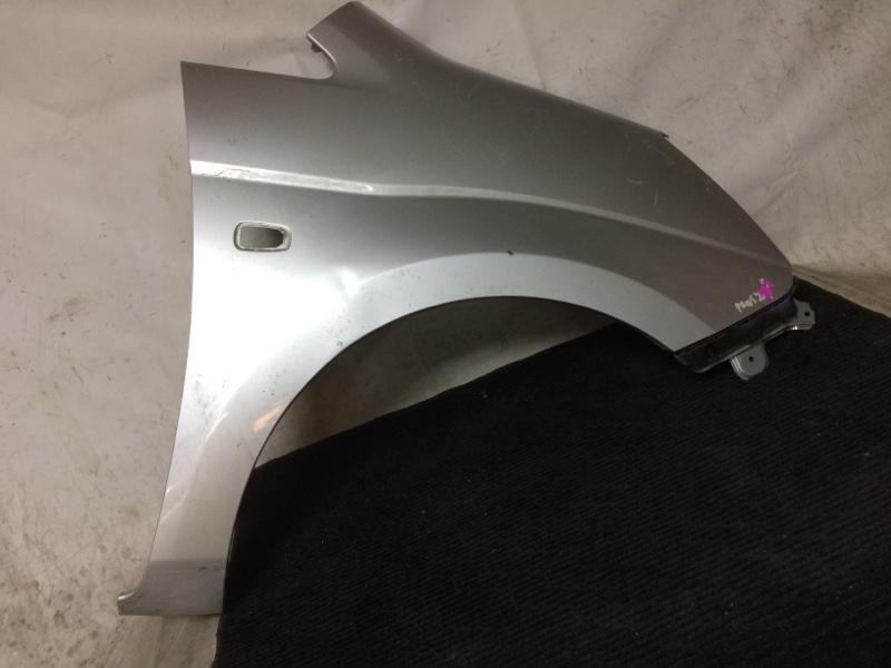 Крыло Toyota Isis ANM10W 1AZFE переднее правое