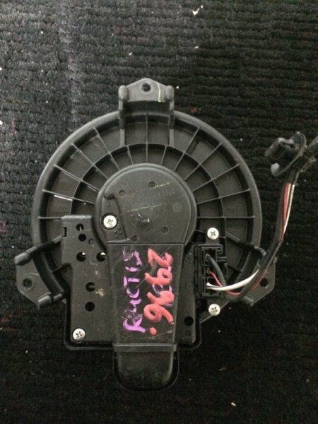 Мотор печки Toyota Vitz SCP90 1KRFE передний