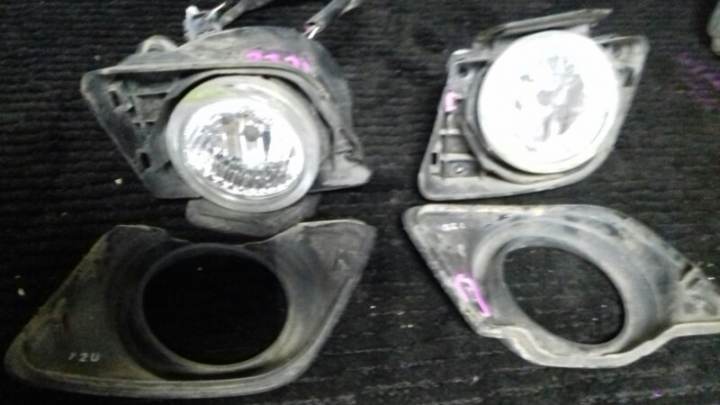 Фара противотуманная Toyota Passo KGC10 1KRFE передняя