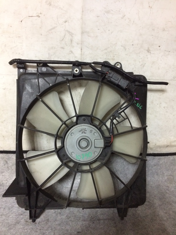 Вентилятор охлаждения радиатора Honda Stream RN6 R18A левый