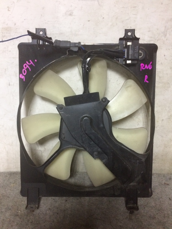Вентилятор радиатора кондиционера Honda Stream RN6 R18A правый
