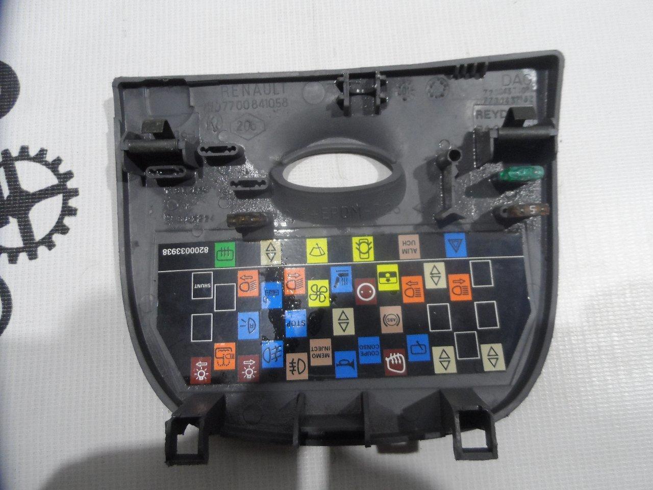 Крышка блока предохранителей Renault Megane LA K4M 1999