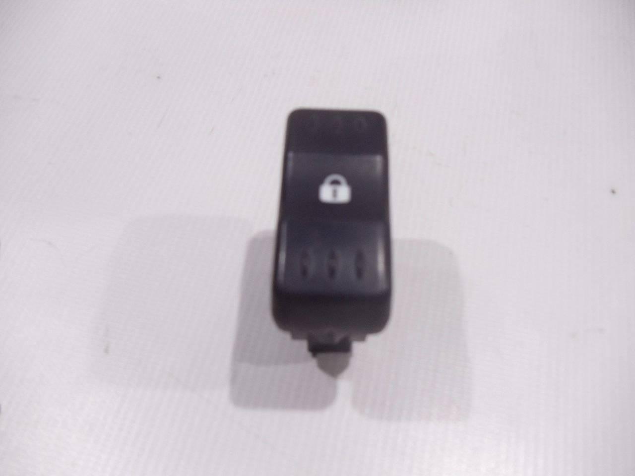 Кнопка центрального замка Renault Logan LS0G/LS12 K7M 2005