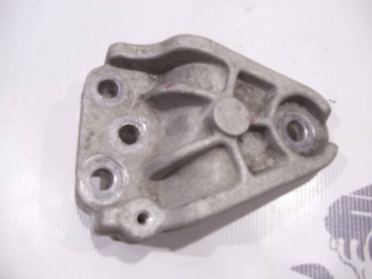 Кронштейн опоры двигателя Kia Ceed ED G4GC 2007 верхний
