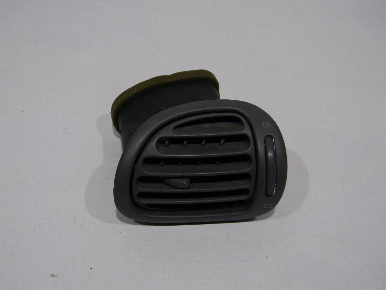 Решетка вентиляционная Peugeot 206 2A/C TU1JP 2005 правая