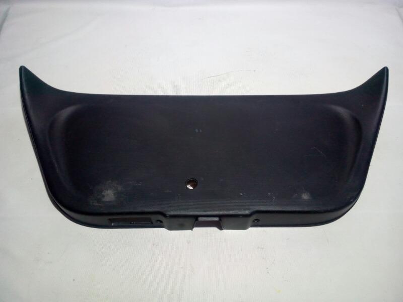 Обшивка двери багажника Honda Fit GD1 L13A 2001