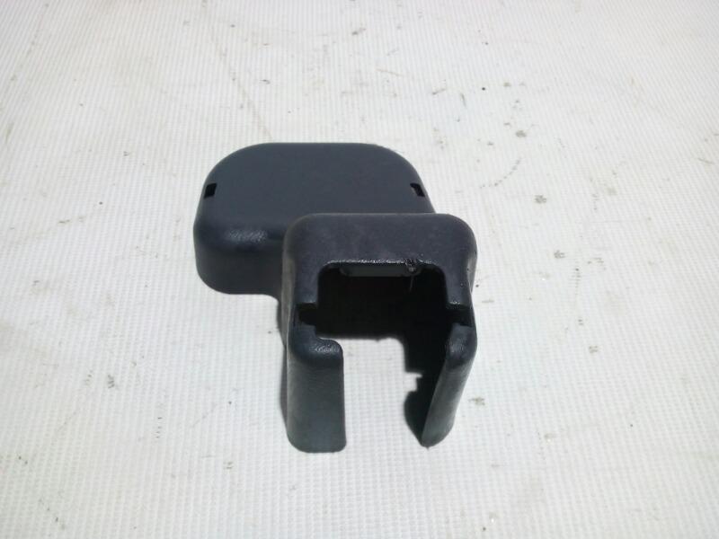 Крышка петли сиденья Honda Civic EU3 D17A 2000