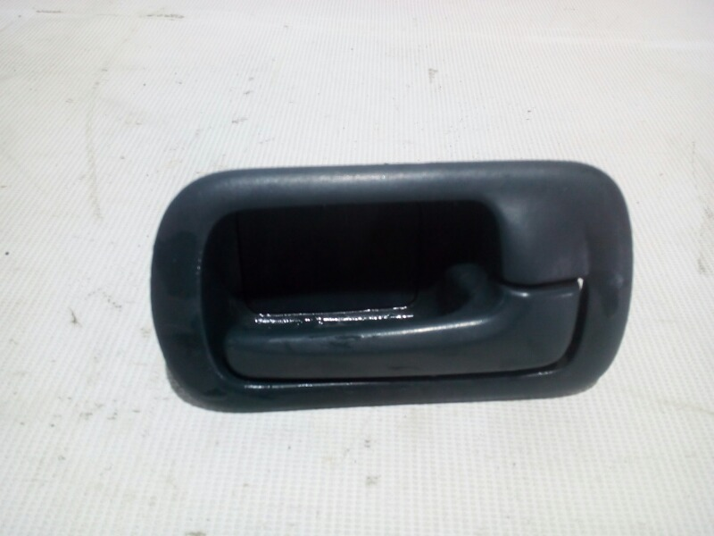 Ручка двери внутренняя Honda Civic EU3 D17A 2000 передняя правая