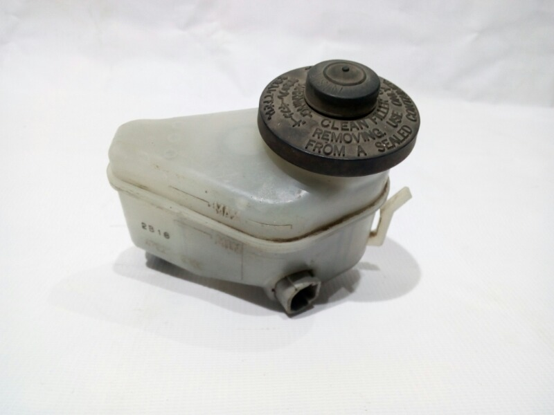 Бачок для тормозной жидкости Toyota Corolla AE104 4AFE 1991