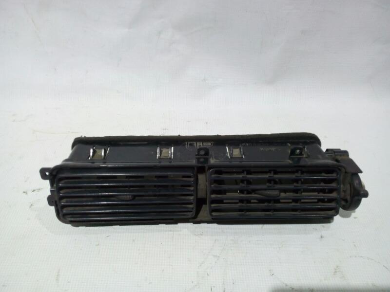 Решетка вентиляционная Nissan Bluebird U13 GA16DS 1991 передняя