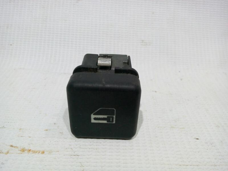 Кнопка центрального замка Bmw 5-Series E39 M52B25 1995
