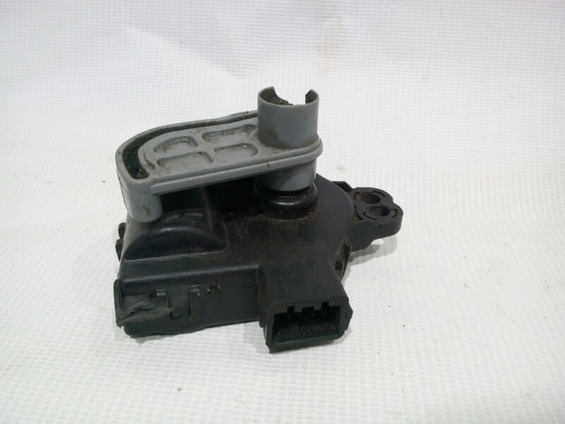Сервопривод заслонок печки Kia Ceed ED G4GC 2012>