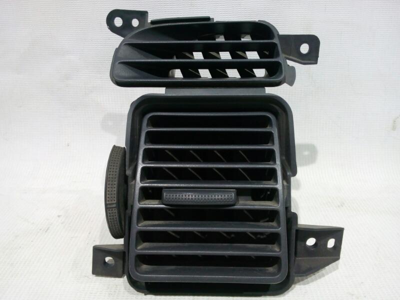 Решетка вентиляционная Honda Civic EU3 D17A 2000 передняя левая