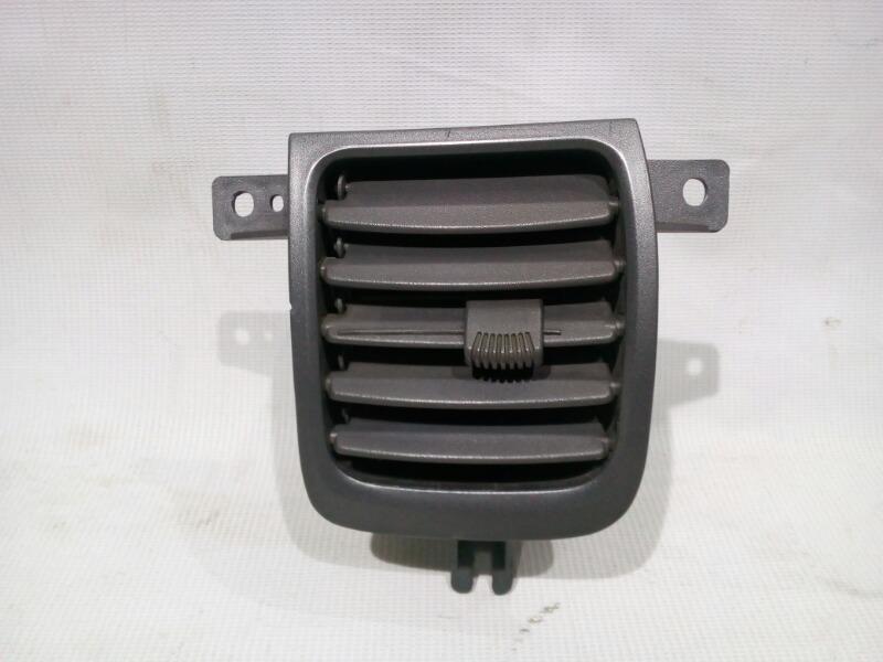 Решетка вентиляционная Hyundai Accent LC2 G4EC 2000 передняя правая