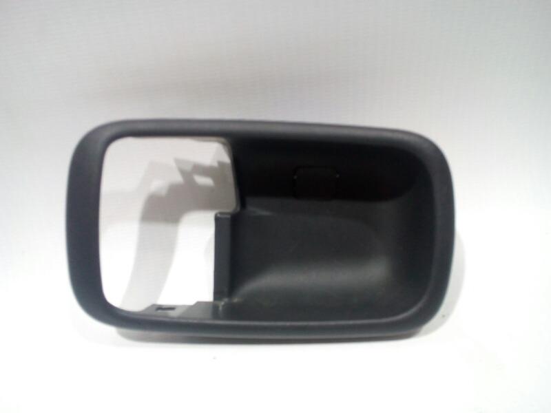 Накладка на ручку двери внутренняя Mitsubishi Lancer Cedia CS5W 4G93 2002 передняя левая