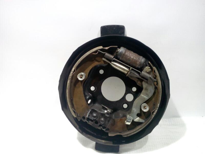 Щиток тормозного механизма Mitsubishi Lancer Cedia CS5W 4G93 2002 задний левый