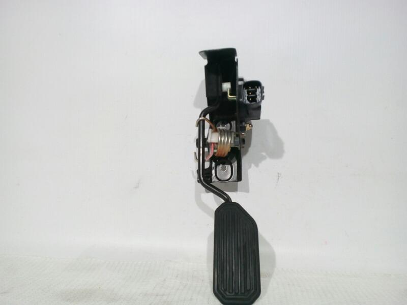 Педаль газа Toyota Avensis AZT250 1AZFSE 2004