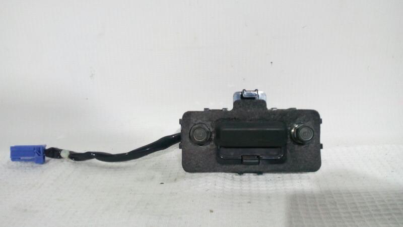 Кнопка открывания багажника Honda Accord CL7 K20A 2002 задняя
