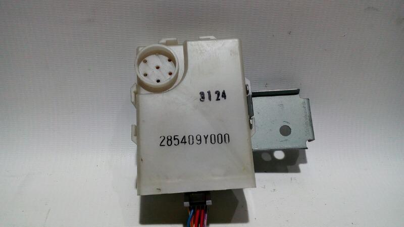 Блок управления дверями Nissan Teana J31 VQ23DE 2003