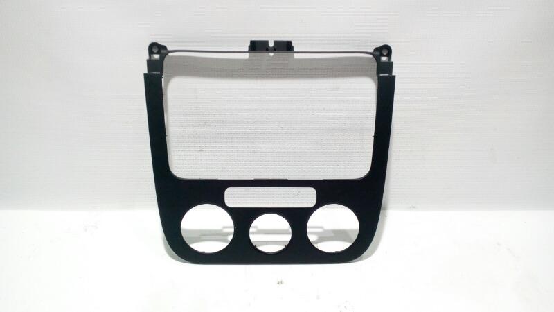 Рамка магнитолы Volkswagen Golf 1K1 BLF 2007