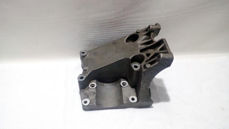Кронштейн компрессора кондиционера Ford Focus CB8 PNDA 2012