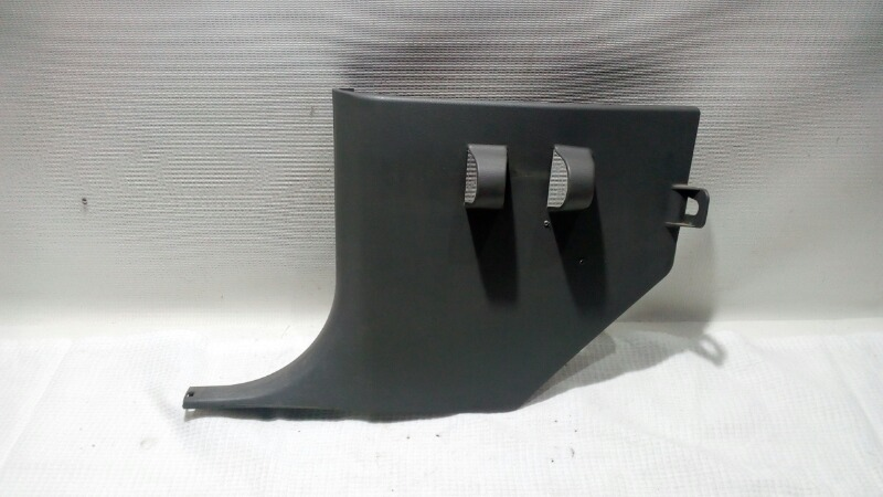 Накладка кузова внутри Mitsubishi Pajero V75W 6G74 2000 передняя левая нижняя