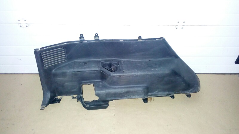 Обшивка багажника Mitsubishi Pajero V75W 6G74 2000 задняя левая нижняя