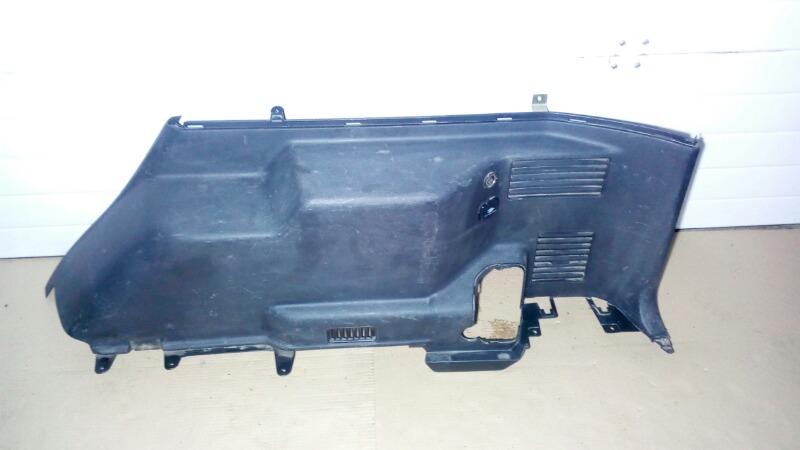 Обшивка багажника Mitsubishi Pajero V75W 6G74 2000 задняя правая нижняя
