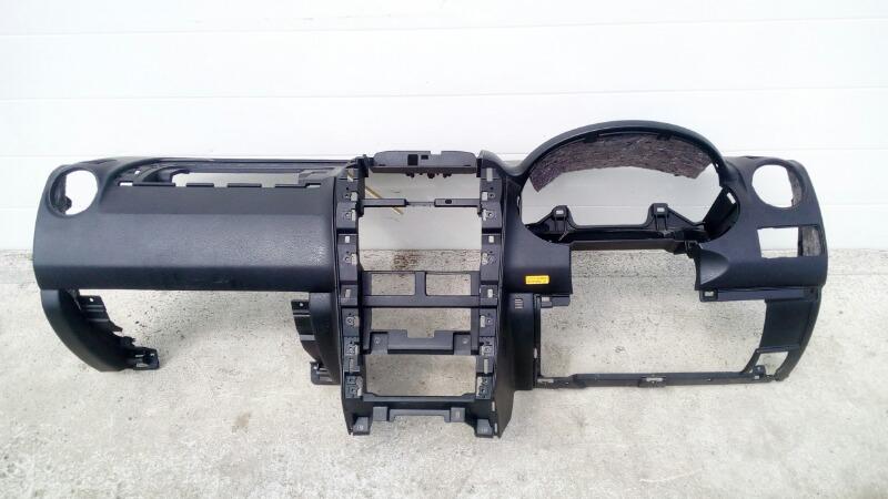 Панель приборов (торпеда) Suzuki Escudo TD94W H27A 2005 передний
