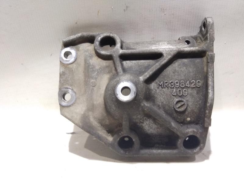 Кронштейн компрессора кондиционера Mitsubishi Pajero V75W 6G74 2000