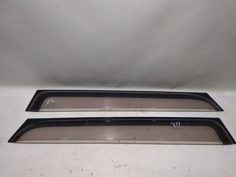 Ветровик на дверь Suzuki Escudo TD94W H27A 2005 задний