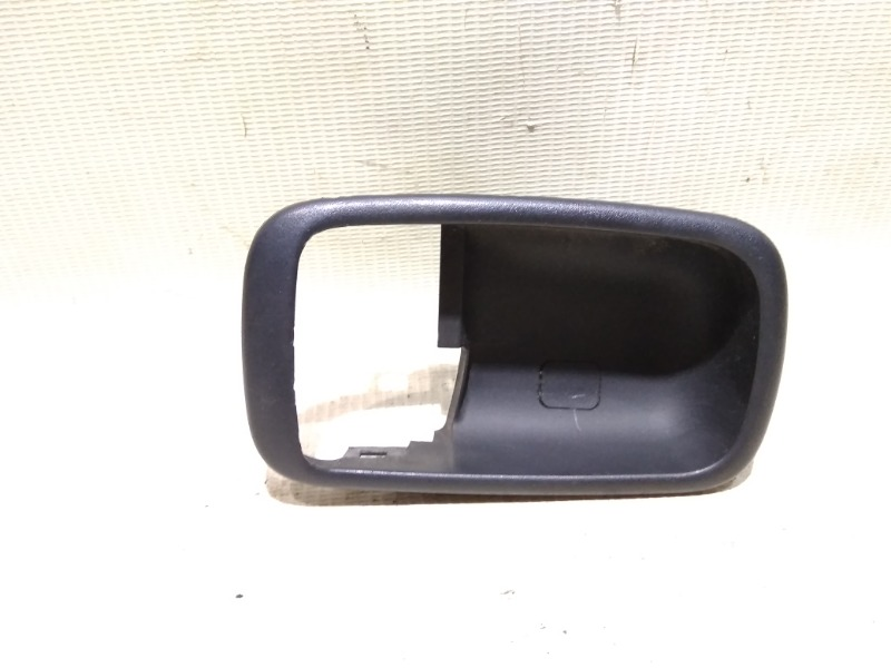 Накладка на ручку двери внутренняя Mitsubishi Lancer CS1A 4G18 2003 передняя правая
