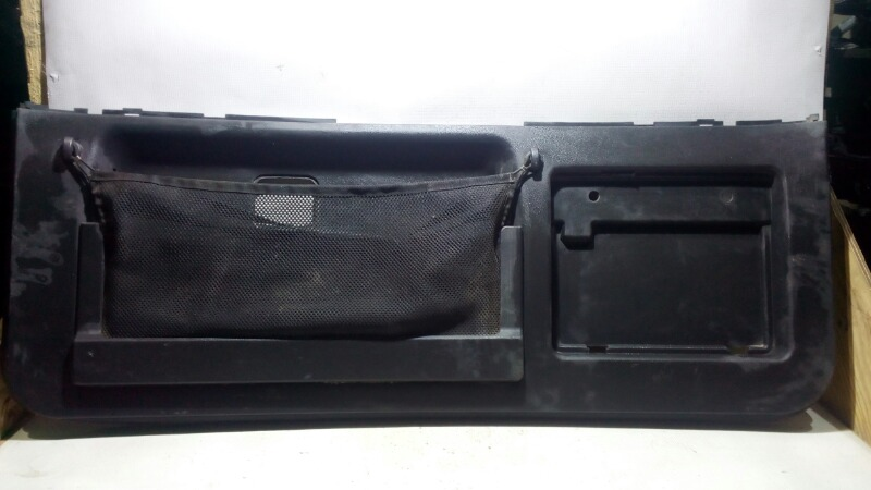 Обшивка двери багажника Mitsubishi Pajero V75W 6G74 2000 задняя нижняя