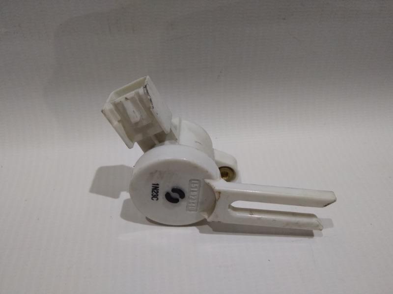 Концевик под педаль тормоза Chevrolet Cruze J300 F16D3 2009>