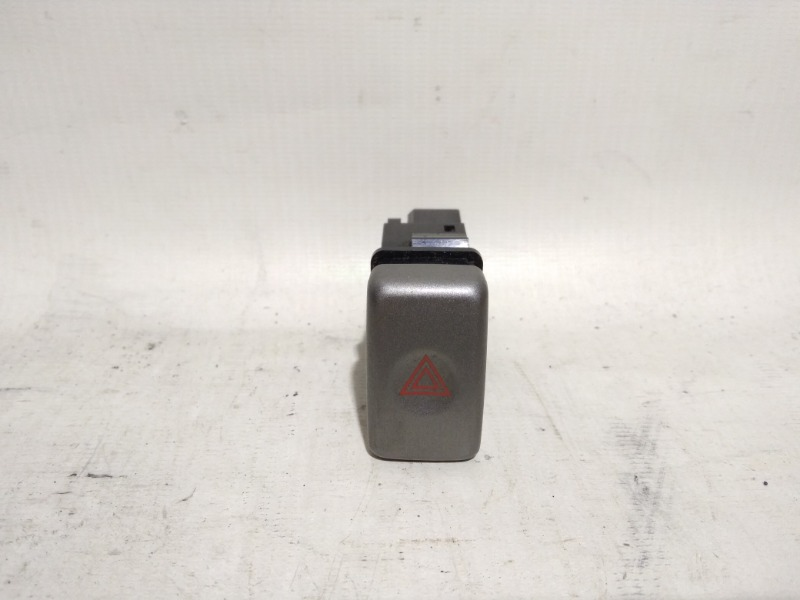 Кнопка включения аварийной сигнализации Subaru Forester SG5 EJ25 2002