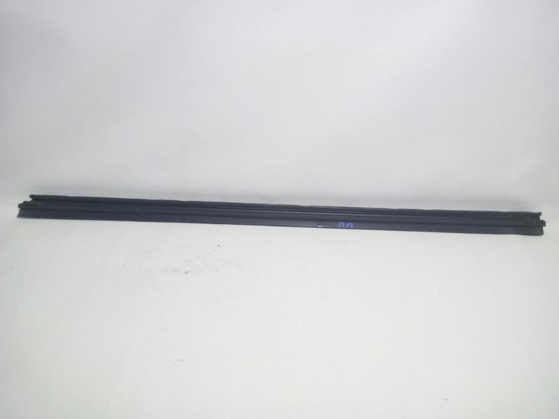 Молдинг стекла Mitsubishi Lancer Cedia CS5W 4G93 2002 передний правый