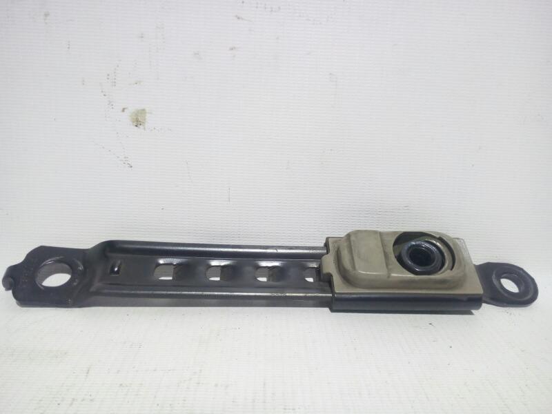 Механизм регулировки ремня безопасности по высоте Toyota Platz SCP11 1SZFE 2000 передний правый