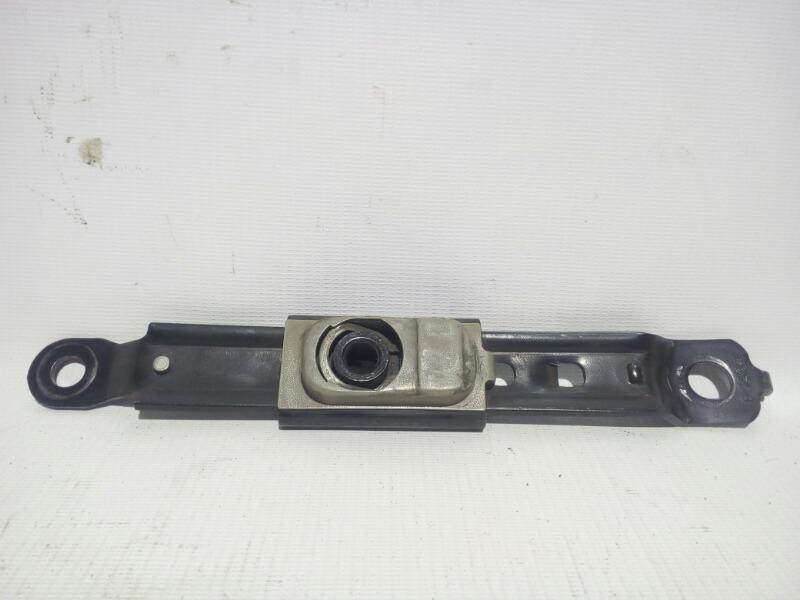 Механизм регулировки ремня безопасности по высоте Toyota Platz SCP11 1SZFE 2000 передний левый