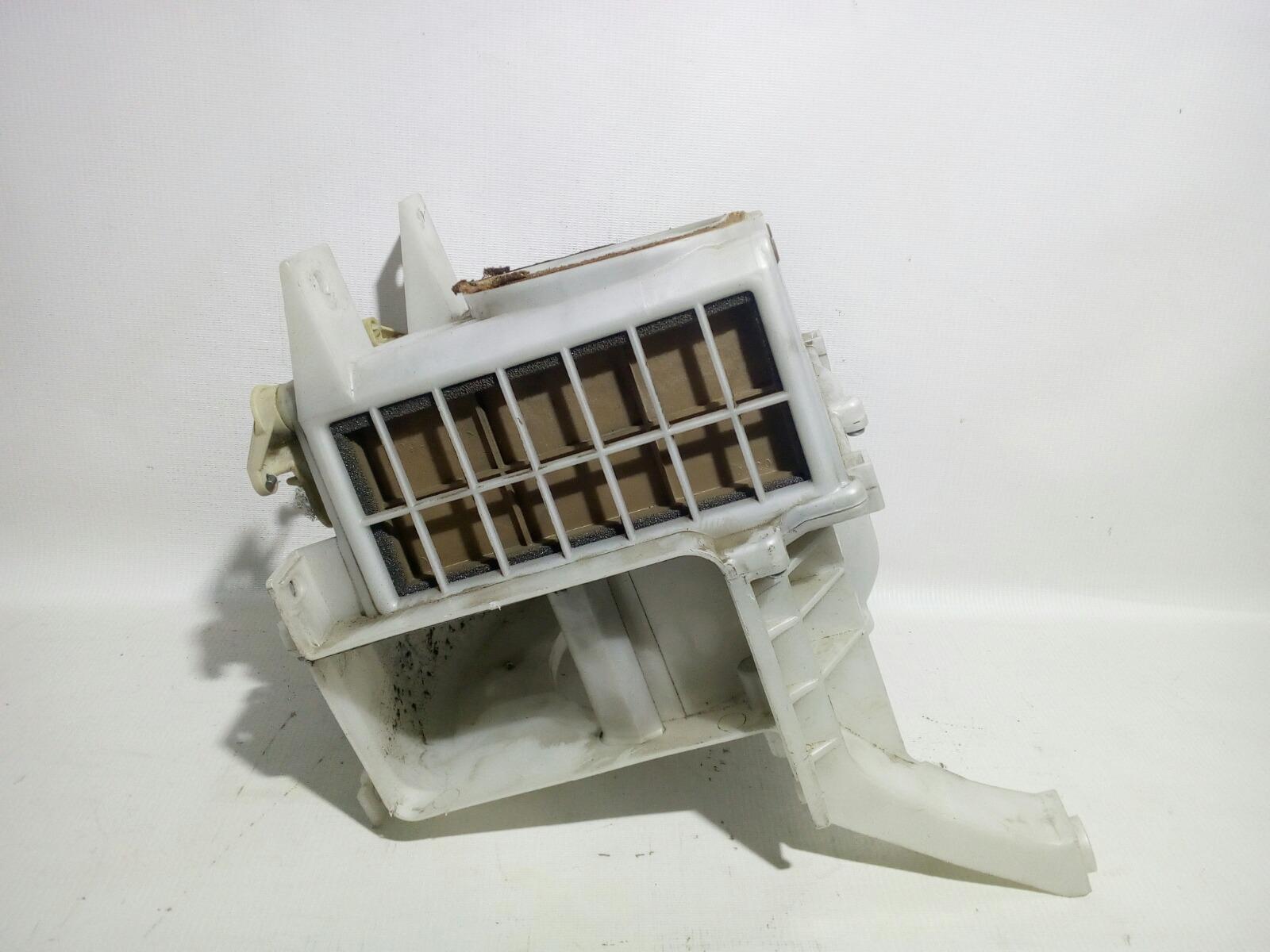 Корпус моторчика печки Mitsubishi Challenger K99W 6G74 1997