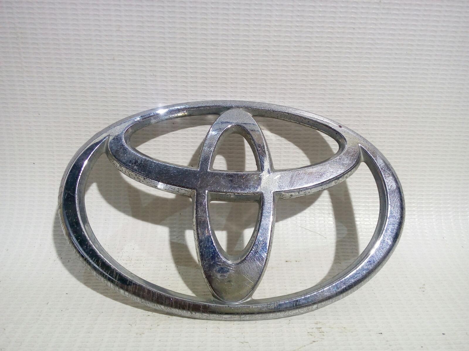 Эмблема Toyota Avensis AZT250 1AZFSE 2004 передняя