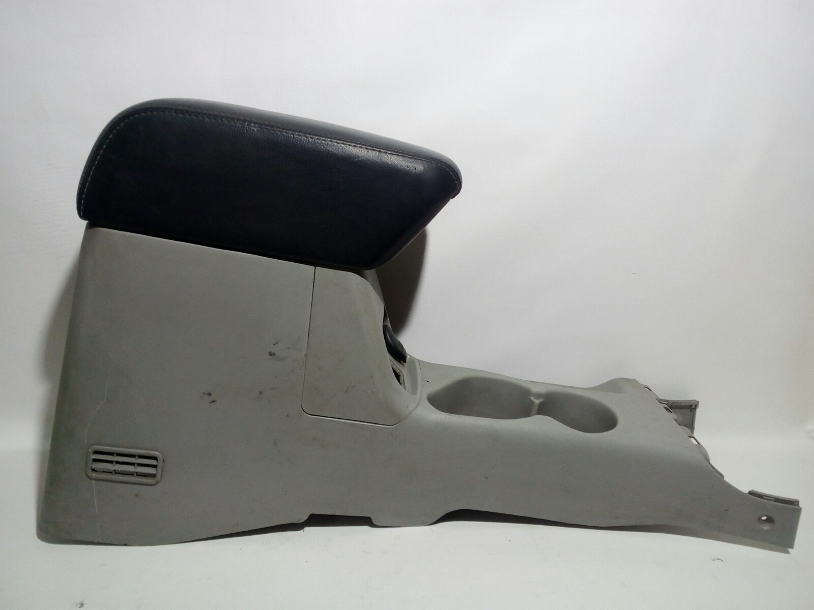 Подлокотник Mitsubishi Challenger K99W 6G74 1997